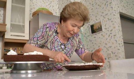Наина Ельцина научит екатеринбуржцев стряпать творожные печеньки