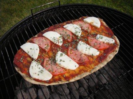 Пицца на гриле