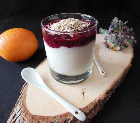 Ягодный смузи с йогуртом