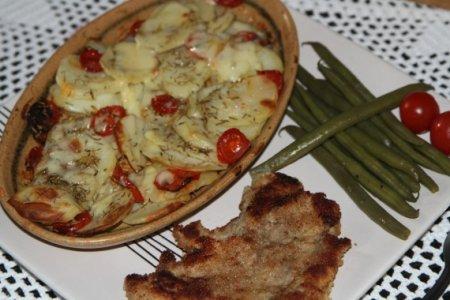 Картофель, запеченный с помидорами и сыром