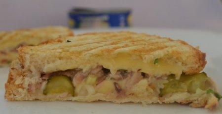 Горячий бутерброд с тунцом