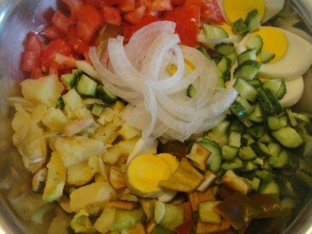 Летний салат с картофелем