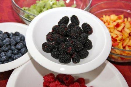 """Торт """"Поленница"""" из свежих ягод и фруктов"""