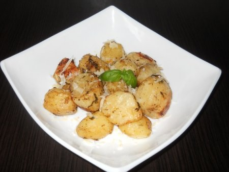 Печеный картофель с базиликом