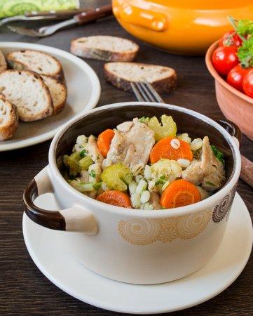 Нежное рагу из курицы с овощами и перловкой