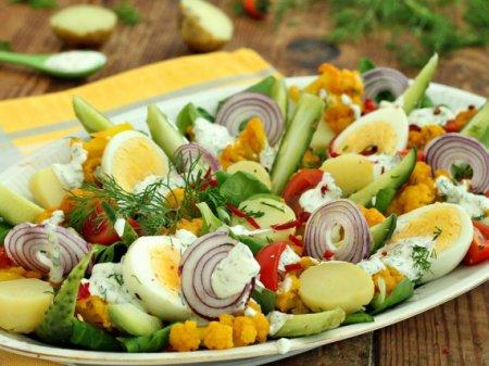 Овощной салат с цветной капустой