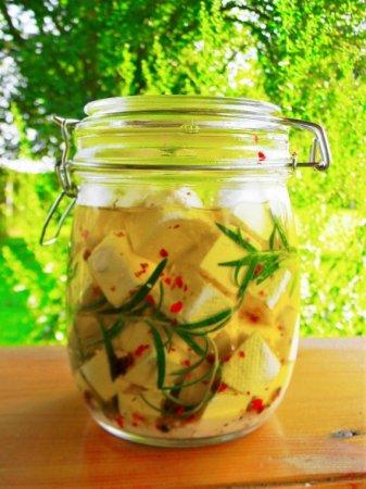 Сыр в оливковом масле