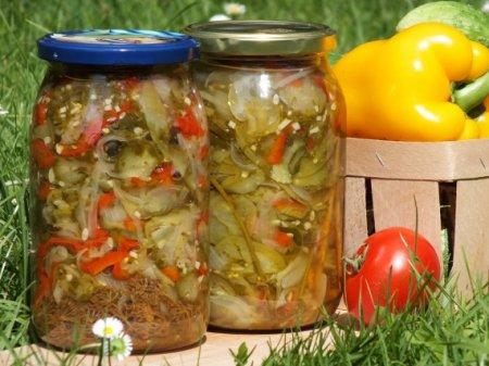 Салат из зеленых помидоров и огурцов
