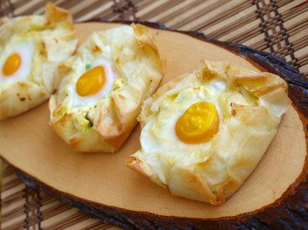 Сырные пироги с яйцом и тестом фило