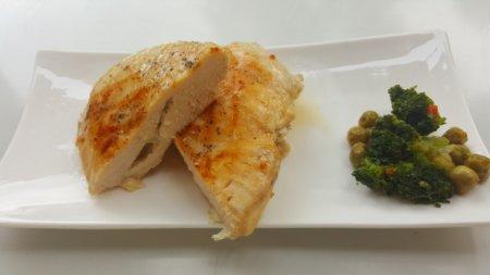 Куриное филе, фаршированное сыром
