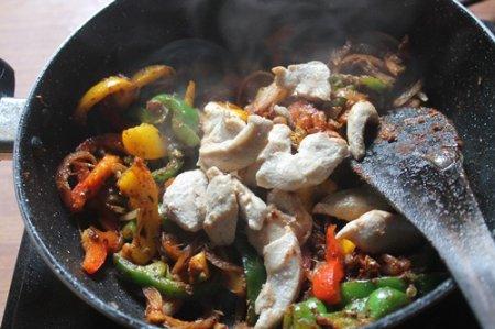 Макароны с курицей по-мексикански
