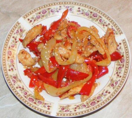 Курица с кунжутом и овощами