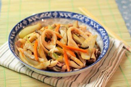 Жареные кальмары с грибами