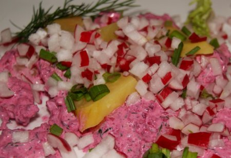 Салат из картофеля со свеклой