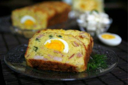 Закусочный кекс с яйцами