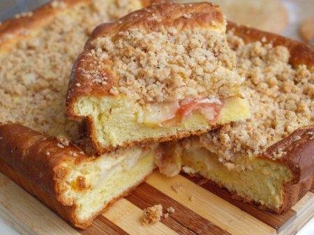 Яблочный пирог под ореховой крошкой