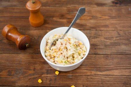 Салат из китайской капусты с кукурузой