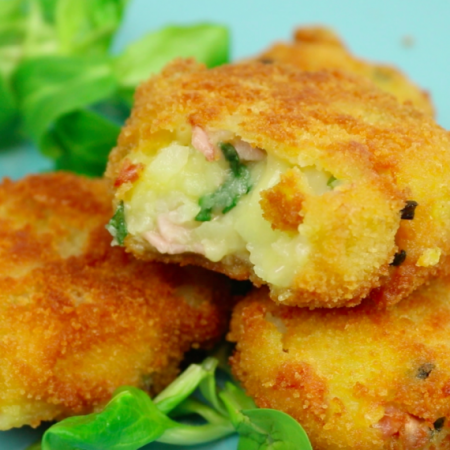 Картофельные котлеты с ветчиной и сыром