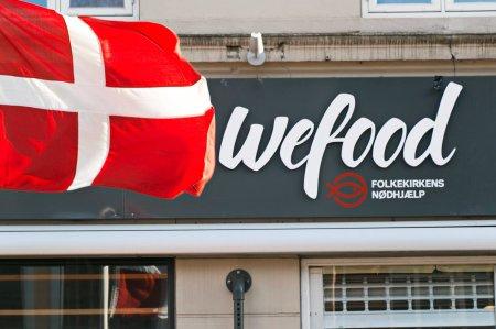 В датском супермаркете Wefood торгуют просроченными продуктами