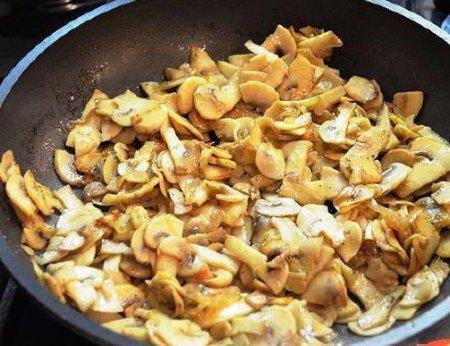 Картофельные драники в духовке с грибами