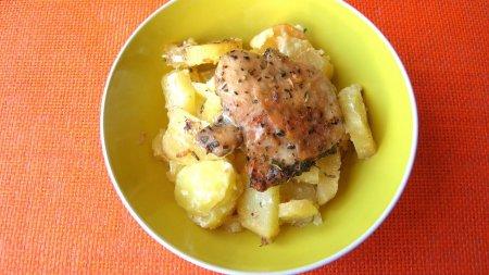 Картофель с куриными бедрышками в рукаве для запекания