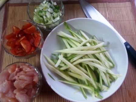 Курица с кабачками и помидорами