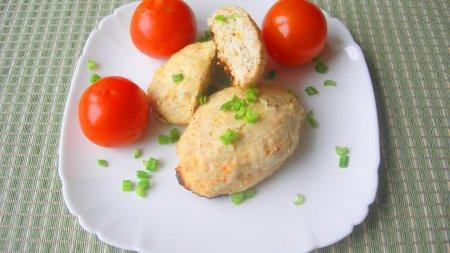 Куриные котлеты с квашеной капустой, запеченные в духовке