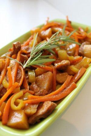 Карри из свинины с овощами