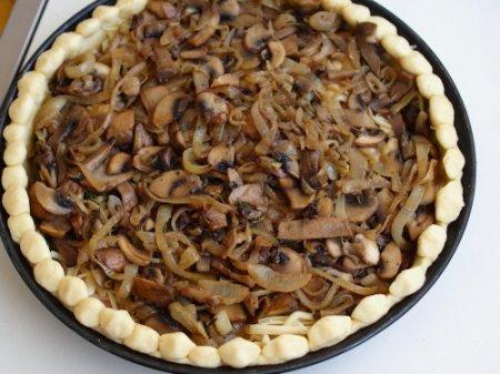 Пирог с грибами и ветчиной