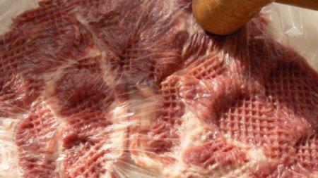 Свинина под сыром и майонезом