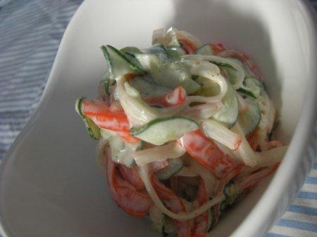 Простой салат из крабовых палочек
