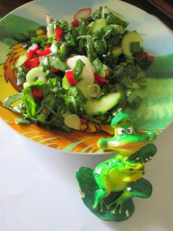 Весенний салат с огурцами