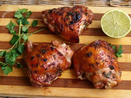 Запеченные куриные бедрышки в азиатском стиле