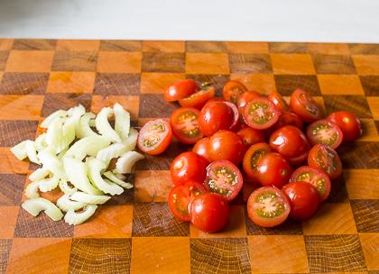 Теплый салат со стейком и картофелем