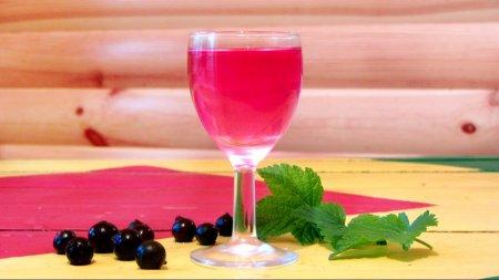 Рецепт водки — черная смородина, эксперимент с ароматизацией