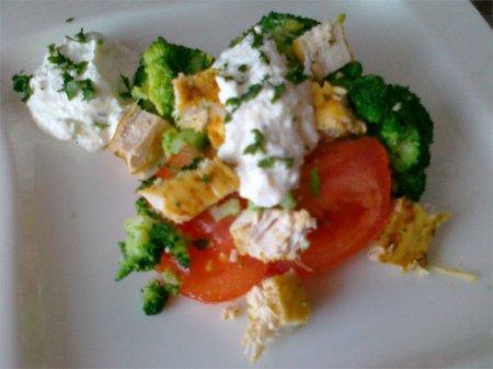 Салат с курицей и брокколи