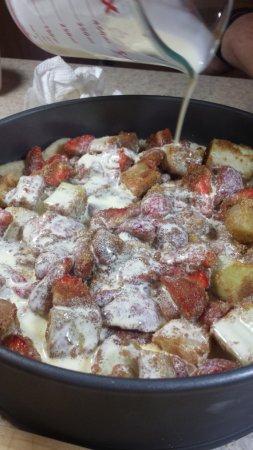 Тарт с ревенем и клубникой