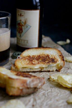 Горячий сэндвич с сыром