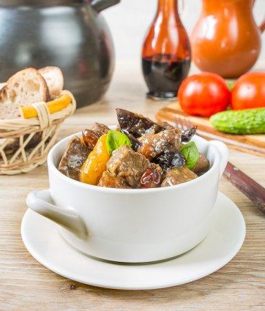Жаркое из говядины с сухофруктами и миндалем