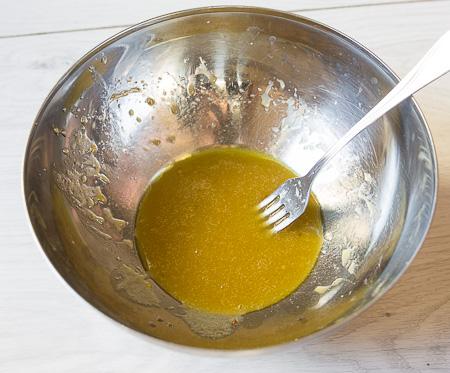 Салат с куриной печенью и яйцом пашот