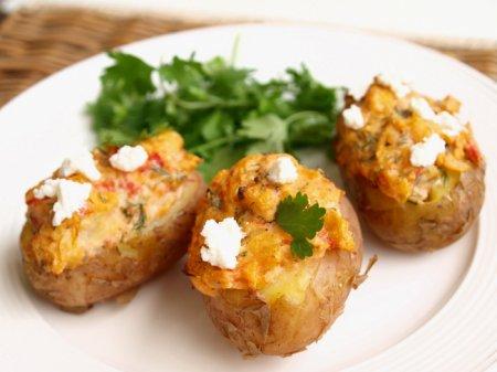 Печеный картофель с фетой и грибами