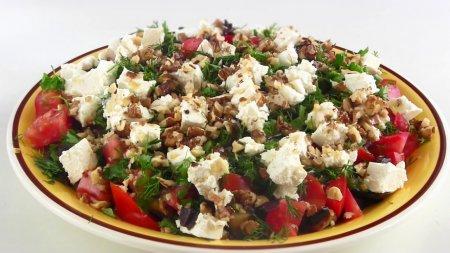Вкусный летний салат из баклажанов