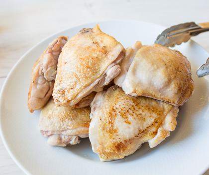Тушеная курица в лимонном соусе