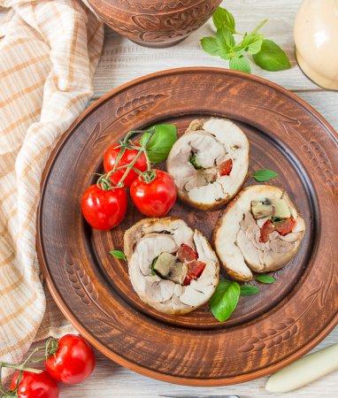 Рулет из курицы с грибами и перцем