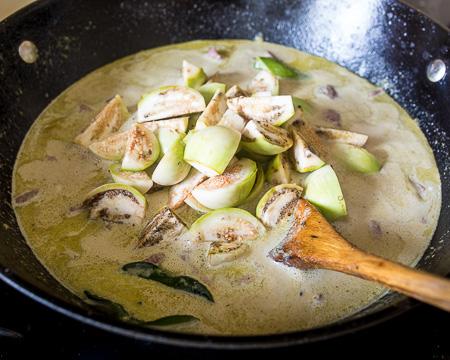Тайское зеленое карри из говядины