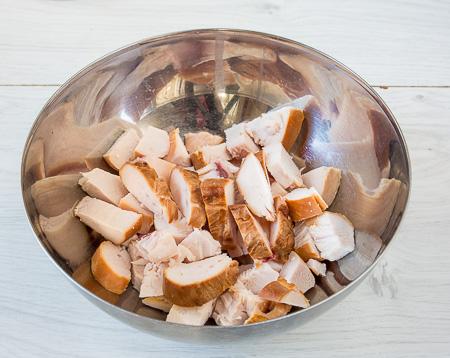 Пирог с лисичками и копченой курицей