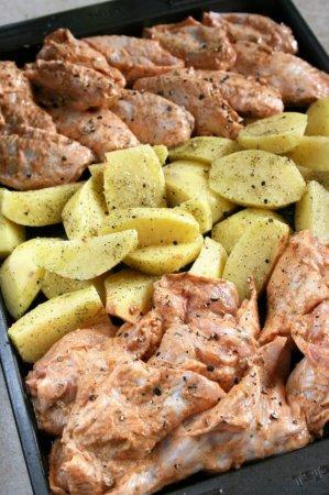 Крылышки в майонезе с печеным картофелем