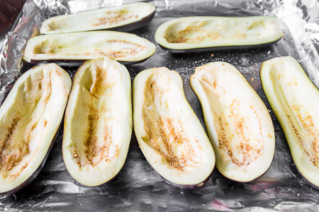Фаршированные баклажаны с курицей и овощами