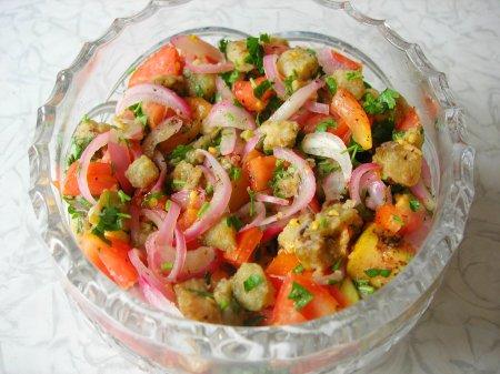 Салат из баклажанов и помидоров. Без заправки!