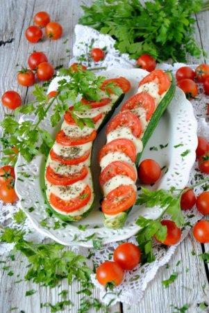 Цукини с моцареллой и помидорами